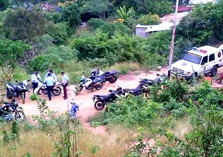 La zona fue acordonada por funcionarios policiales