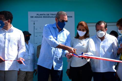 Presidente Abinader inaugura planta de tratamiento de aguas residuales en  Luperón