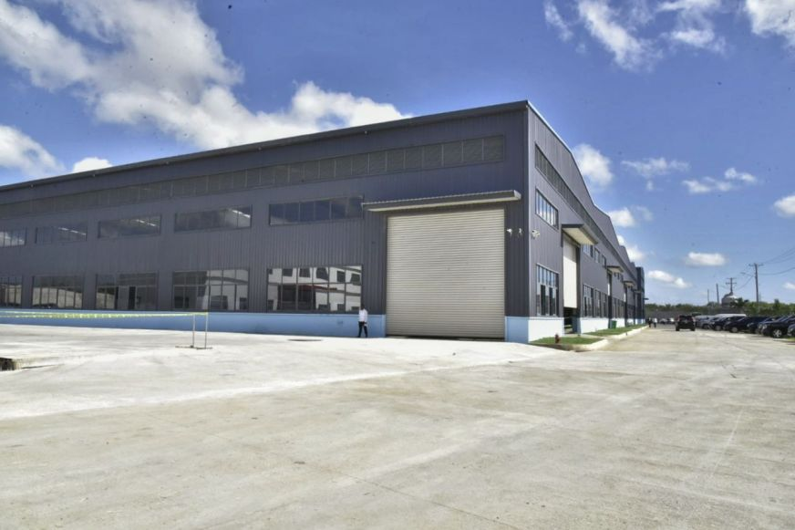 Presidente Medina inaugura moderna industria de aluminio