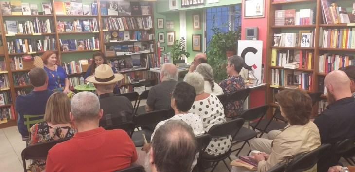 El pasado martes, tuvimos el honor de poder asistir a la presentación de la nueva novela de María Viedma: Taxil. Nunca digas la verdad.