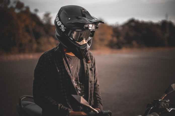 10 Infracciones Quitan Puntos Casco Moto