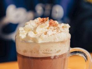 a história do chocolate quente é  fascinante