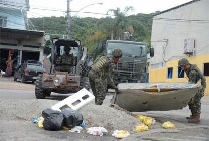 Forças Armadas destroem barricadas na zona oeste do Rio