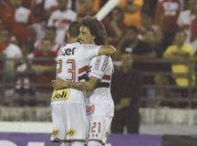 CRB-0-x-3-São-Paulo---Valdívia-comemora---Rubens-Chiri-SPFC
