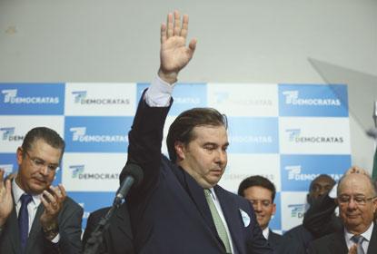 Rodrigo Maia lança pré-candidatura cercado de líderes governistas