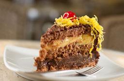 Brigadeiro com Baba de Moça é o bolo do mês na Sodiê Doces Diadema