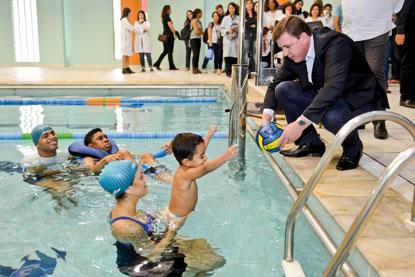 Em São Bernardo, Prefeitura institui fisioterapia aquática para pessoas com necessidades especiais
