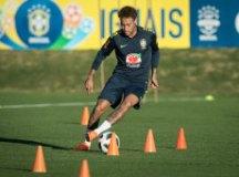 Tite espera Neymar são, experiente e influente