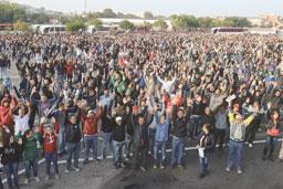 Trabalhadores da Mercedes-Benz aprovam acordo e encerram greve em São Bernardo