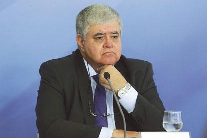 Ministro afirma que desconto de R$ 0,46 no diesel vale a partir de amanhã