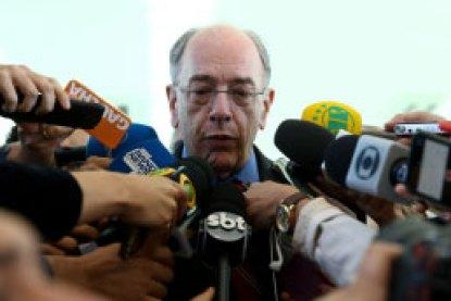 Presidente da Petrobras anuncia redução no preço do diesel
