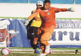 Goleiro Luiz Daniel festeja ótimo momento na meta do S.Caetano