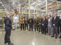 Scania investe R$ 340 mi e inaugura fábrica para solda a laser de cabines
