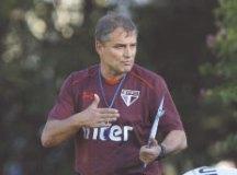 Aguirre evita euforia no S.Paulo e prevê '19 finais'