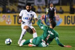 Pedrinho celebra gol mais importante da carreira