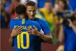 Richarlison e Arthur brilham em goleada do Brasil