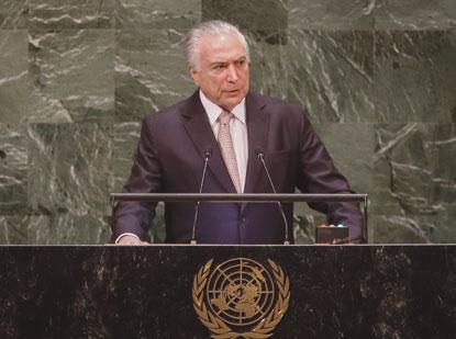 Temer admite suspender intervenção militar no Rio para votar Previdência