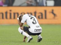 Pedrinho, que teve gol anulado, lamenta perda do título. Foto: Marco Galvão/Fotoarena/Folhapress