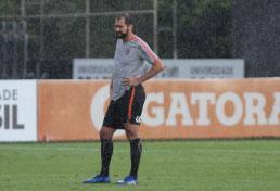 Danilo ganhará chance em Corinthians alternativo