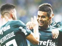 Dudu comemora com Bruno Henrique o primeiro gol do Palmeiras no Allianz Parque. Foto: Cesar Greco/Agência Palmeiras