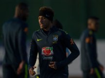 Seleção aguarda Renato Augusto e faz trabalho com Neymar como 'coringa'