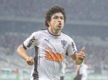 Corinthians está próximo de contratar o atacante Luan e ceder Clayson ao Atlético-MG