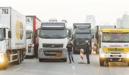 Caminhoneiros reagem à decisão de Fux de suspender multas e estudam nova paralisação