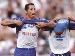 Ídolo nos anos 2000, Cesar reencontra o Azulão