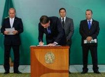 Bolsonaro assina Medida Provisória que visa deflagrar pente-fino em benefícios do INSS
