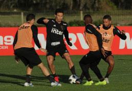 Jardine testará variações na partida contra o Ajax