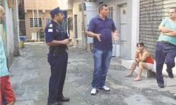 Vereador Cicinho e comandante da GCM se reúnem com moradores do Jardim Canhema
