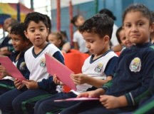 Distribuição de uniformes e materiais escolares chega à etapa final. Foto: Mariana Rodrigues/PMETRP