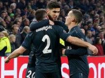 Madrilenhos comemoram gol na partida em Amsterdã. Foto: Reprodução/Real Madrid