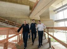 Carla, Sá Leitão e Morando, durante vistoria ao prédio que abrigará a Fábrica de Cultura. Foto: Gabriel Inamine/PMSBC