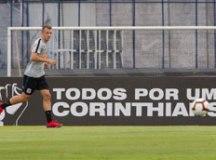 Carlos Augusto participou do treinamento tático realizado no CT Joaquim Grava. Foto: Daniel Augusto Jr./Agência Corinthians
