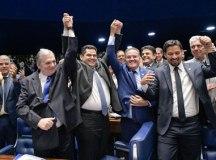 Após desistência de Renan, Alcolumbre é eleito presidente do Senado em 1º turno