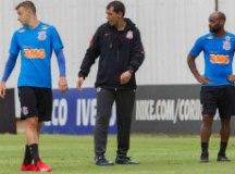 Carille ainda não conseguiu dar um padrão tático à equipe. Foto: Daniel Augusto Jr Agência Corinthians