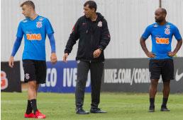 No 'maior desafio' de Carille em sua volta, Corinthians enfrenta o Racing no Itaquerão