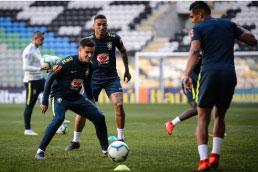 Daniel Alves é cortado da seleção brasileira, e corintiano Fagner é chamado para amistoso