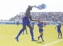 Jogadores do Santo André comemoram acesso obtido mesmo com derrota no Inamar. Foto: Ricardo Trida/FPF