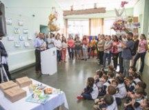 Auricchio entregou kits em Emei do bairro Nova Gerty. Foto: Divulgação/PMSCS