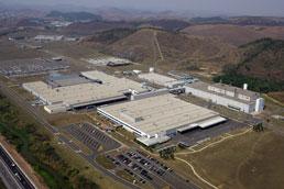 Mercedes-Benz garante que não fechará fábrica de Juiz de Fora