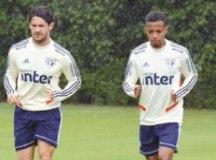 Pato e Tchê Tchê devem ser testados em jogo-treino. Foto: Erico Leonan/SPFC