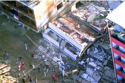 Duas pessoas morrem em desabamento de dois prédios no Rio; há desaparecidos