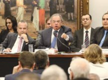 Sessão sobre reforma é encerrada após ataque a Paulo Guedes