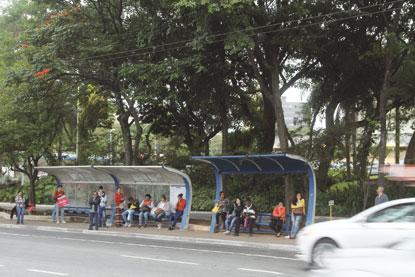 Prefeitura abre edital para instalação de 50 novos abrigos de ônibus