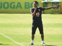 Tite tira braçadeira de Neymar na Copa América
