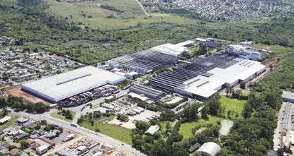 Ociosidade leva Pirelli a fechar fábrica  de pneus para motocicletas em Gravataí