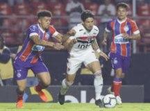 Pato foi o jogador mais perigoso do São Paulo, mas não impediu a vitória do Bahia no Morumbi. Foto: Rubens Chiri/SPFC
