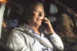 Ex-ministro José Dirceu se entrega à polícia de Curitiba